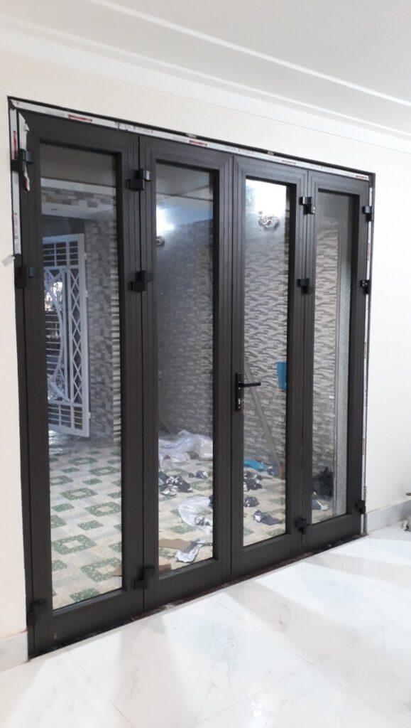 cua di 4 canh xingfa 579x1024 - So sánh cửa nhôm Xingfa và cửa nhựa lõi thép