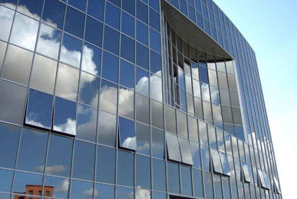 Vách kính mặt dựng – sự lựa chọn hoàn hảo cho các tòa nhà
