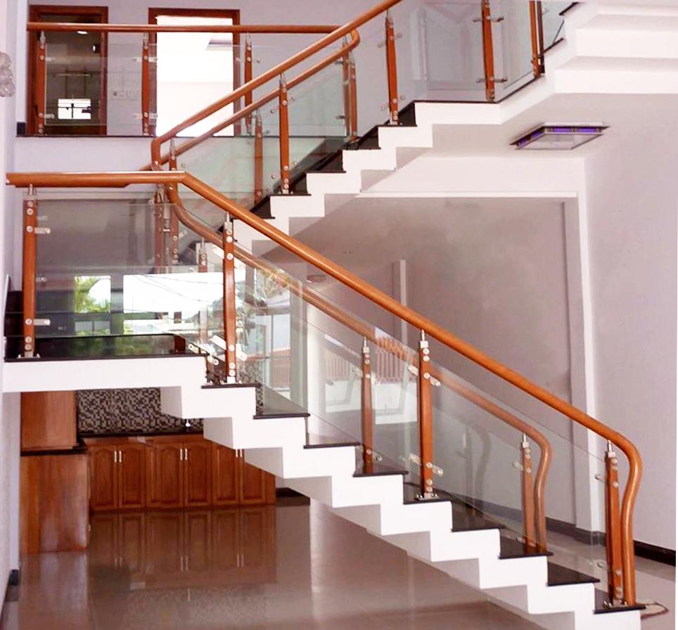 cau thang kinh cuong luc 01 - Xu hướng chọn cầu thang kính cường lực cho thiết kế nội thất hiện đại