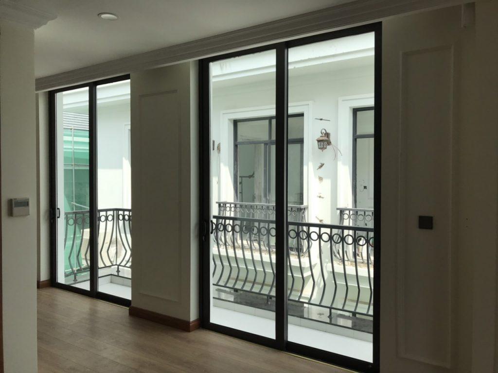 Cửa nhôm Xingfa mở trượt tại các chung cư cao tầng