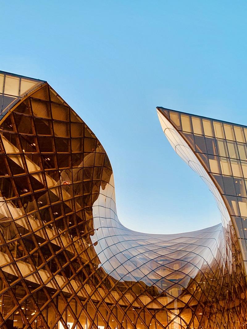 vach kinh cuong luc mat dung 1 - Tác động vách kính cường lực mặt dựng đến tòa nhà trong mùa nắng nóng