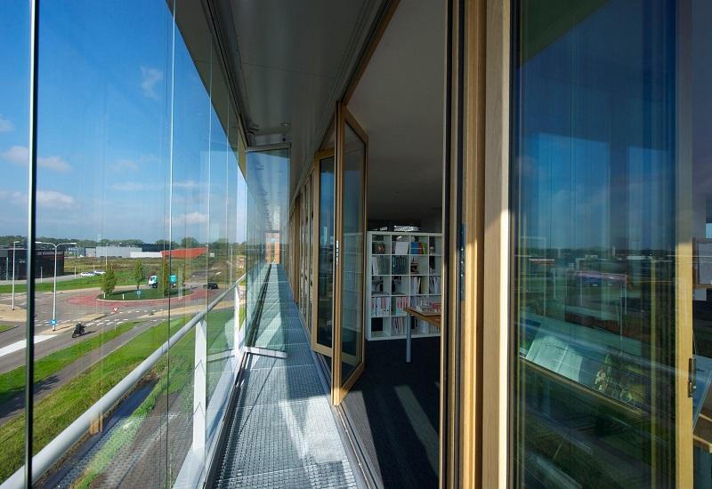 vach kinh cuong luc mat dung 4 - Tác động vách kính cường lực mặt dựng đến tòa nhà trong mùa nắng nóng