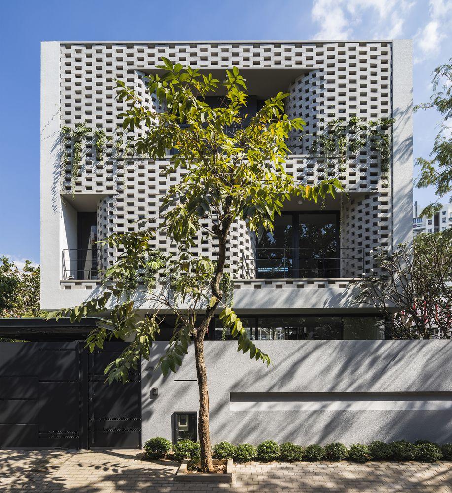 cascading house - Những giải pháp chống nóng cho cửa kính mặt tiền nhà phố hiệu quả