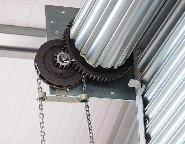 cua cuon khe thoang tu dong 1 - Cách mở cửa cuốn khe thoáng tự động khi mất điện