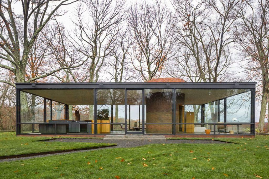 glass house 1024x683 - Những công trình lắp đặt vách kính mặt dựng khung nhôm trên thế giới