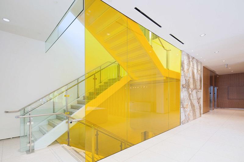 lan can kinh cuong luc - Kính cường lực trong kiến trúc: Không chỉ là chất liệu mà còn là biểu tượng!