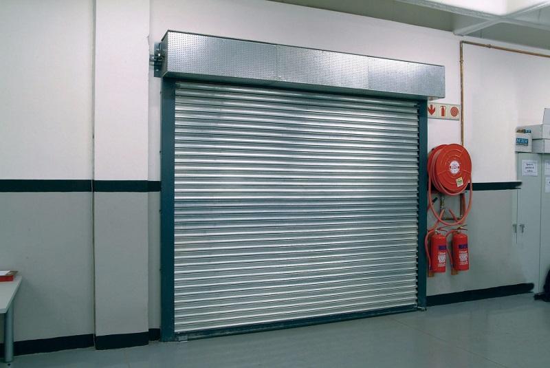 cua cuon trong khu cong nghiep - Lắp đặt cửa cuốn cho nhà ở có an toàn không?